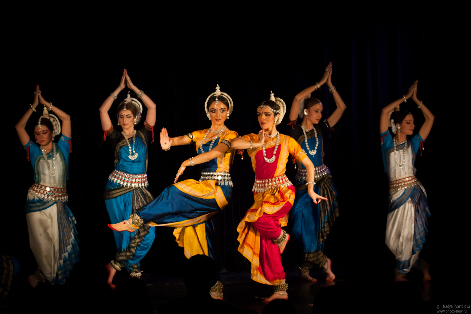 traditional dance essay Traditional malay dance in malaysia can be classified into 3 primarily categories court dance, folk dance of the west malaysia and east malaysia are widely practiced in malaysia.